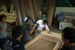 造作家具の部材を加工する棟梁の撮影
