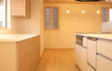 キッチンと背面造作収納