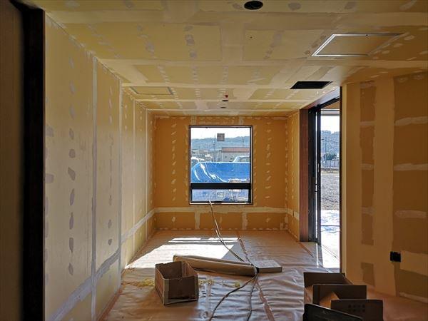 内装下地張り工事の室内の様子