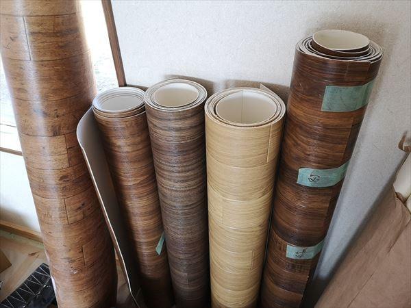 納品された内装床仕上げのビニル床材