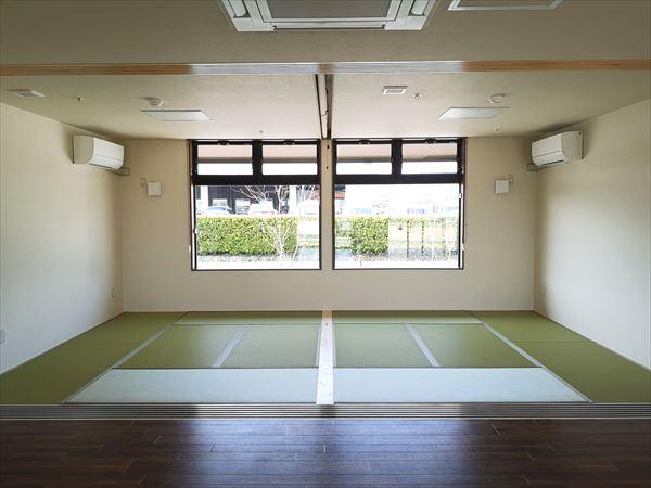 通いスペース横に設けられた畳敷きの休憩室