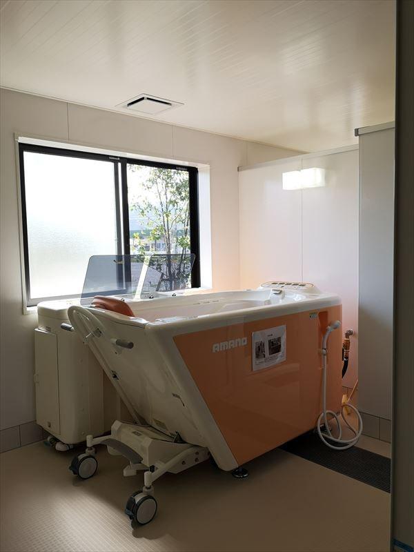 機械浴室の内部の様子 浴室中央に機械浴槽