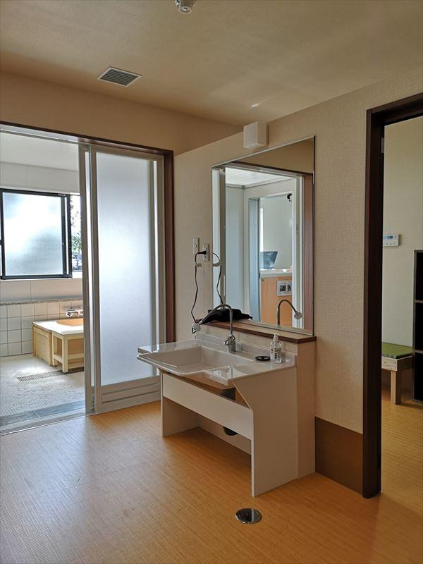 完成した更衣室室内の様子 専用の洗面カウンターを設置