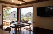 食堂コーナーから見た大型の引き込み窓 窓の外に庭が見える